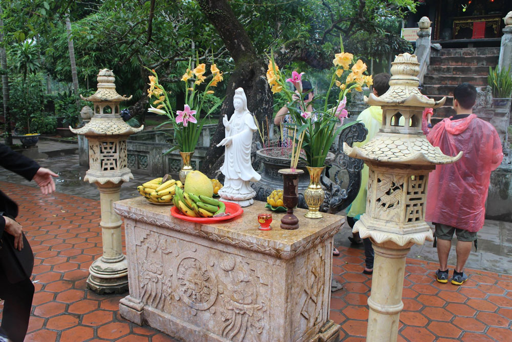 Guan Yin altar in the yard